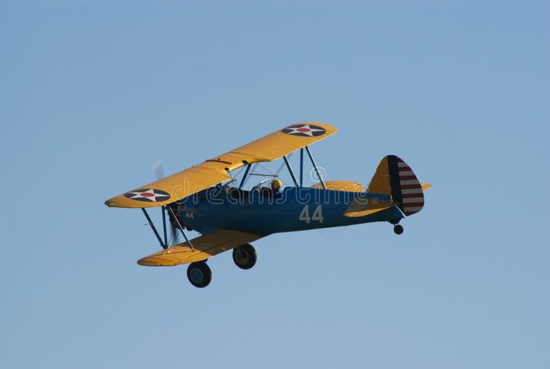 双翼飞机stearman波音的飞行 免版税库存图片