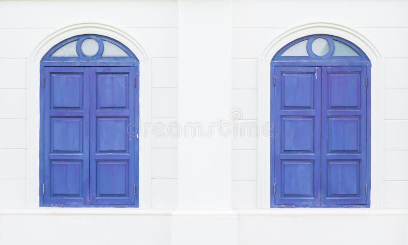双蓝色窗口 免版税库存照片