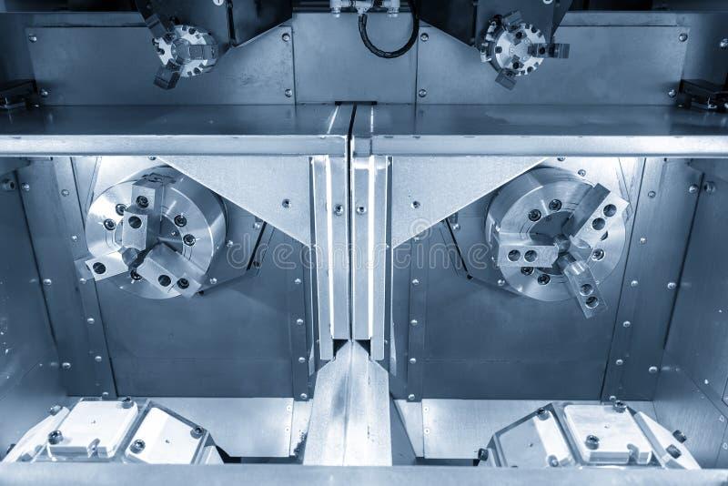双重塔楼CNC车床机器 免版税库存图片
