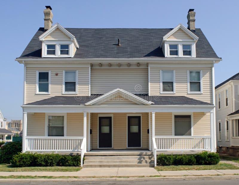 双重房子典型的中西部 库存照片