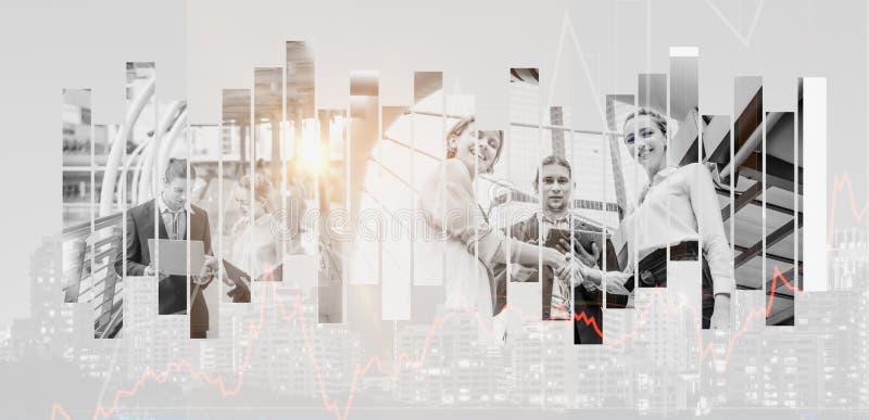 双重曝光效应 — 企业家与商人手握非正式讨论商业交易、概念团队 免版税库存照片