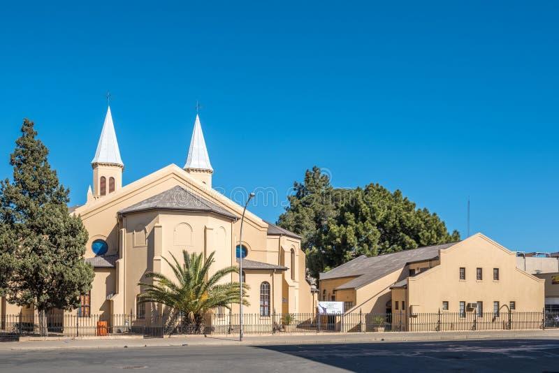 双spired荷兰语在布隆方丹改革了教会和大厅 免版税库存图片