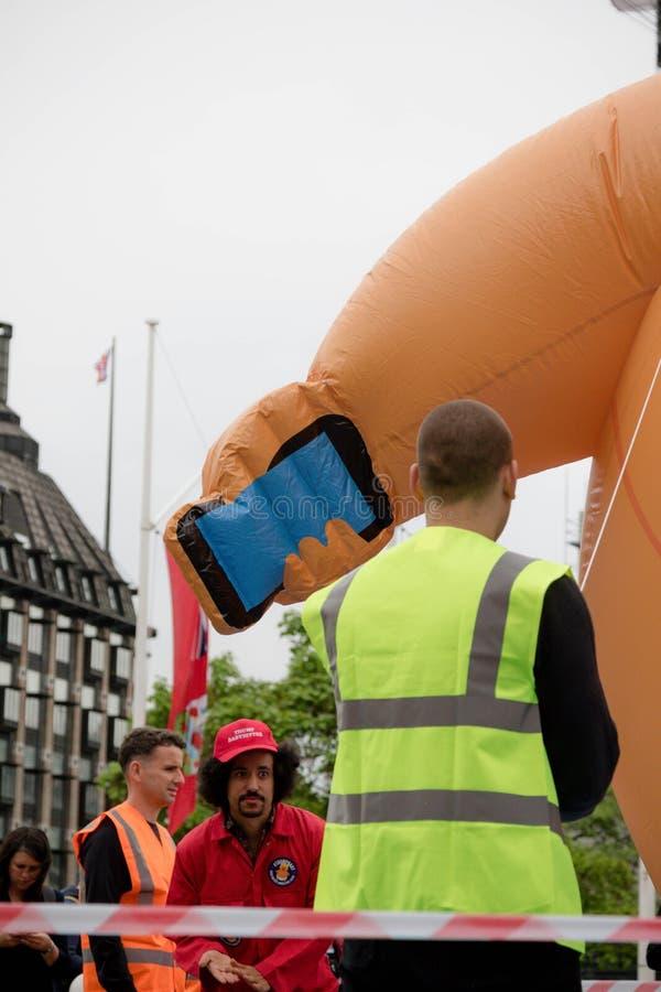 反唐纳德・川普抗议者在伦敦中部 免版税库存照片