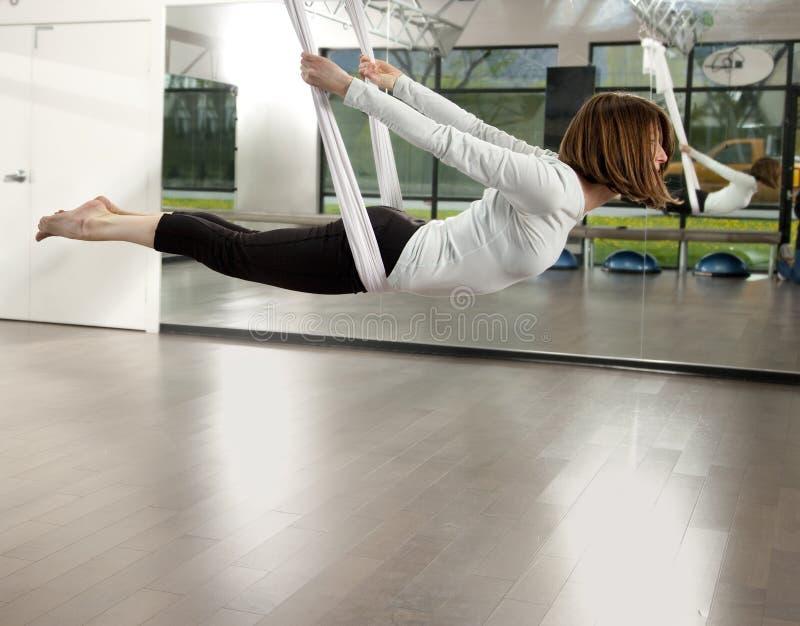 反地心引力的瑜伽 库存照片
