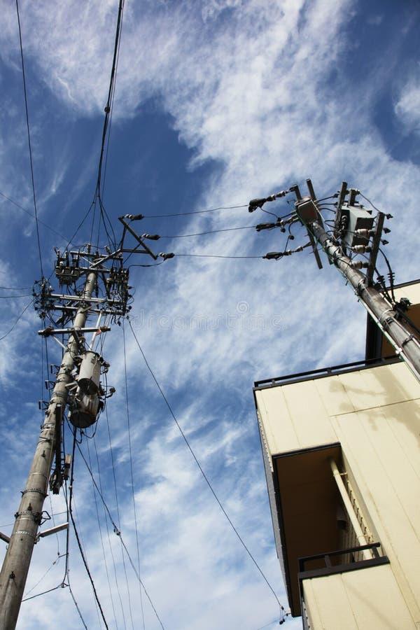 反对一美丽的天空蔚蓝的电话电汇 库存图片