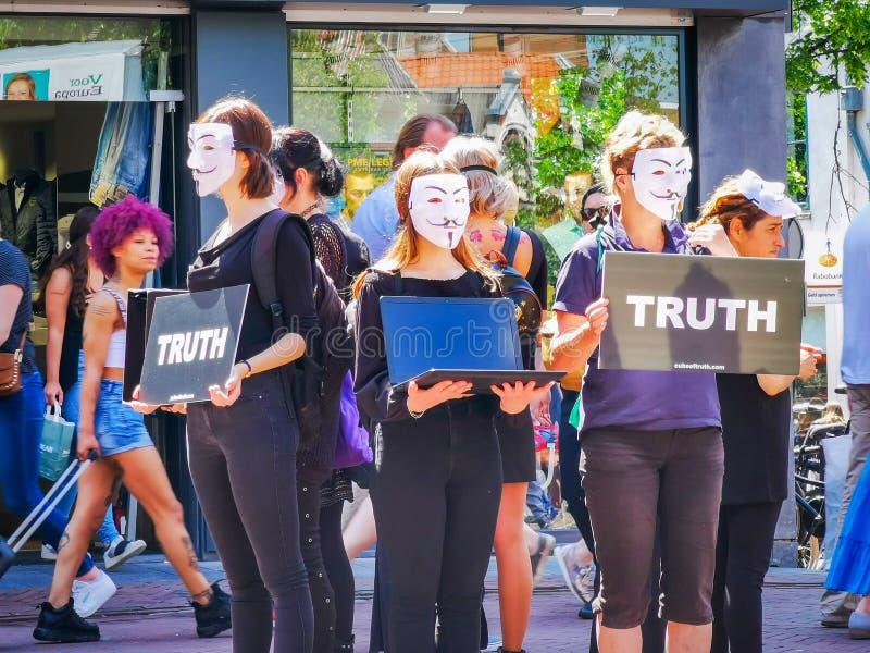 反对动物惨暴的匿名抗议 库存照片