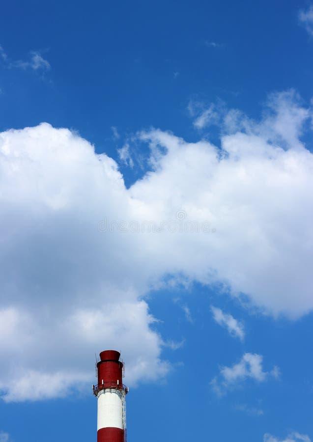反对在天空的锅炉管子 库存照片