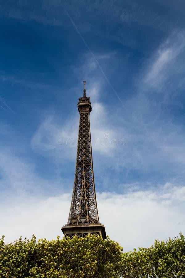 反对地平线的艾菲尔铁塔 免版税图库摄影