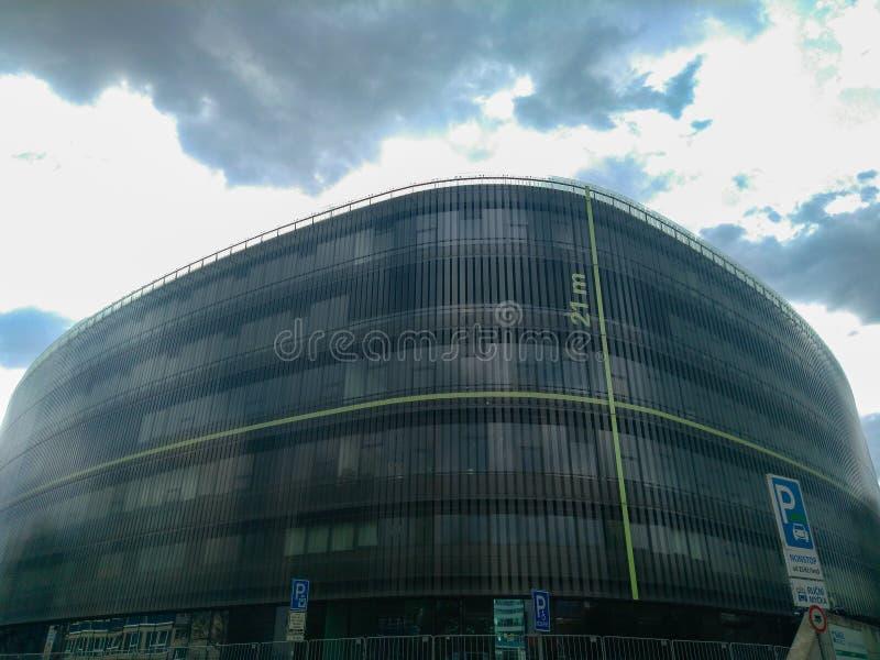 反对多云天空的现代高层建筑物在布拉格 库存图片