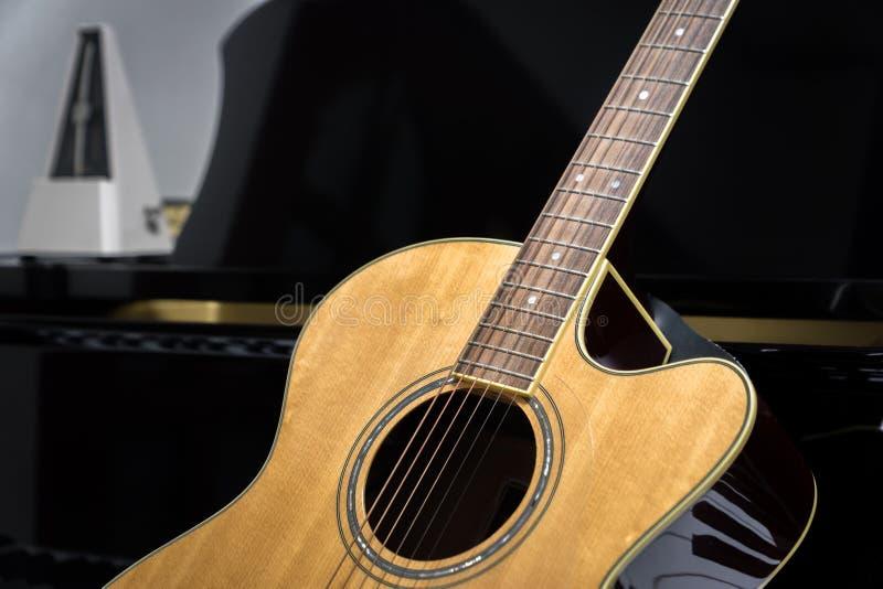 像吉他的钢琴 像吉他的钢琴图