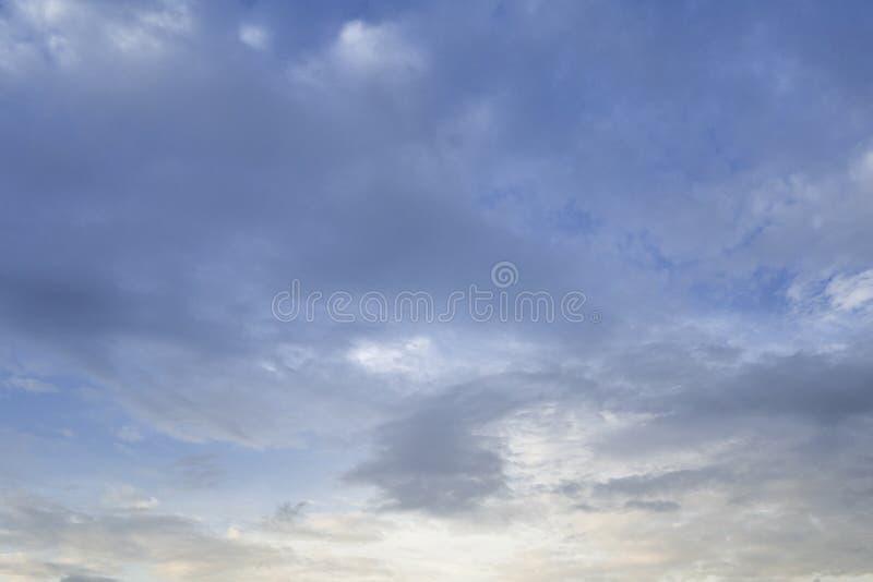 反对天空蔚蓝的云彩作为背景 库存图片
