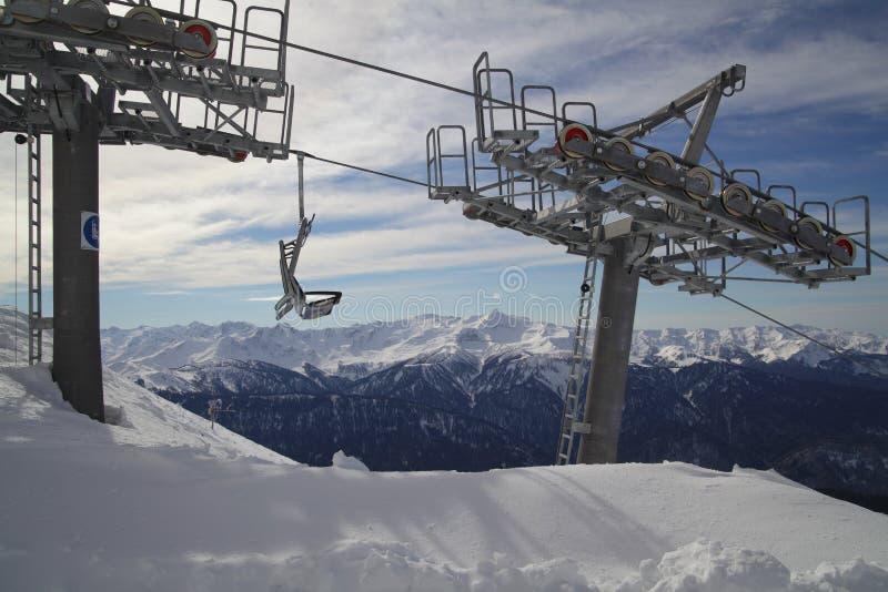 Download 反对山脉全景的滑雪电缆车 库存图片. 图片 包括有 环境, 冰冷, 罗莎, beautifuler, 范围 - 72366597