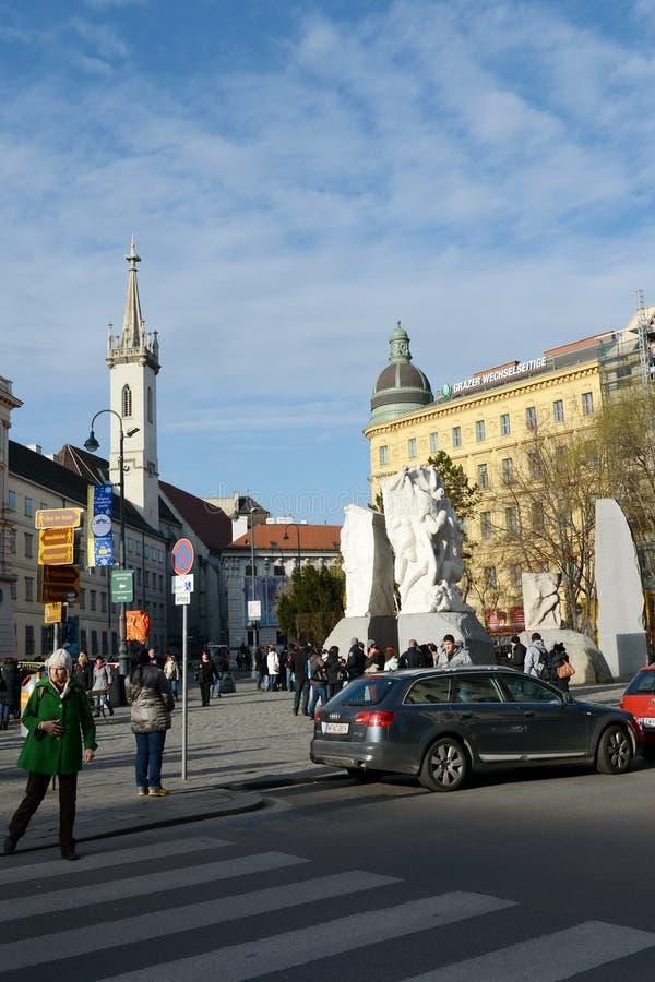 反对战争和法西斯主义`的`纪念品位于赫尔穆特Zilka前Albertinaplatz正方形在维也纳 图库摄影