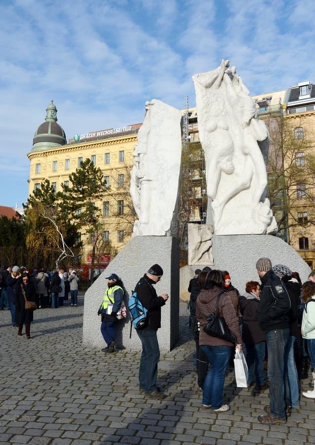 反对战争和法西斯主义`的`纪念品位于赫尔穆特Zilka前Albertinaplatz正方形在维也纳 免版税库存照片