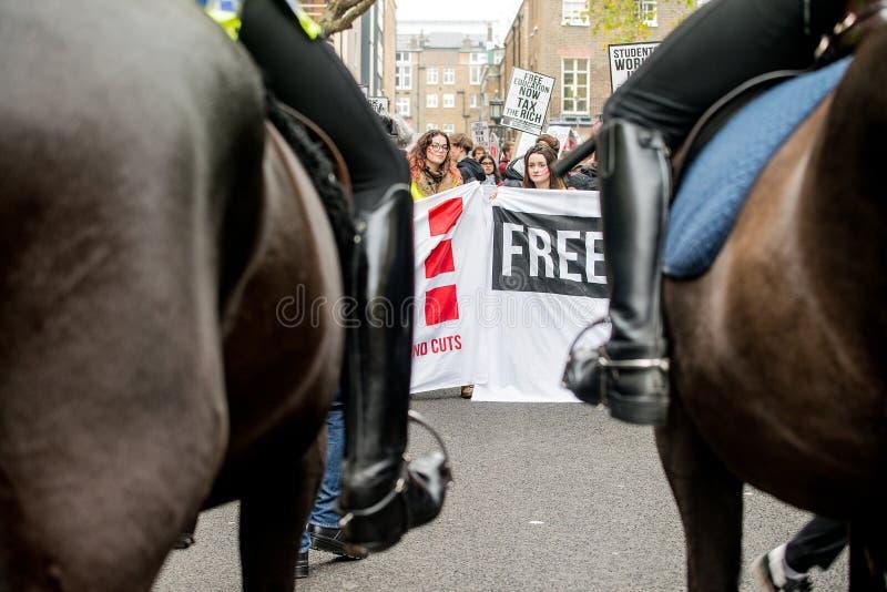 反对教育费和裁减-伦敦,英国的学生抗议 免版税库存图片