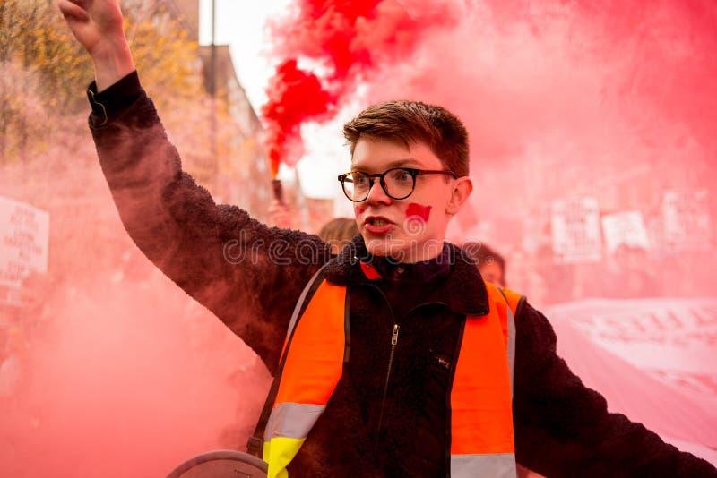 反对教育费和裁减-伦敦,英国的学生抗议 免版税图库摄影