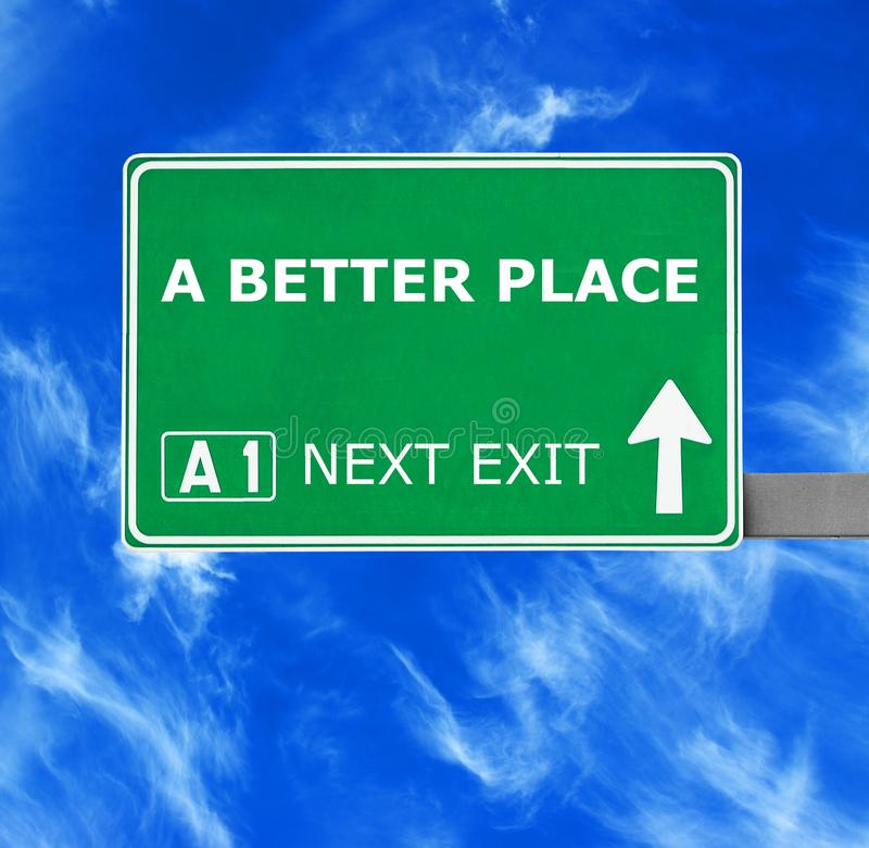 反对清楚的天空蔚蓝的一个更好的地方路标 免版税库存图片