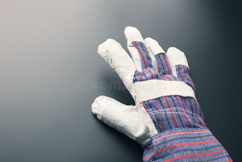 反对灰色的工作手套 库存照片