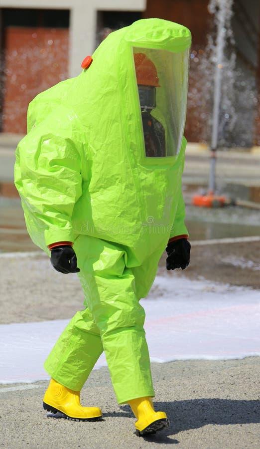 反对生物战剂的防护服装 免版税库存照片