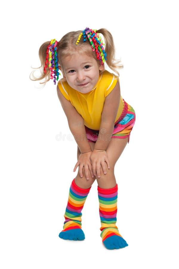 反对白色的微笑的时尚小女孩 免版税库存照片
