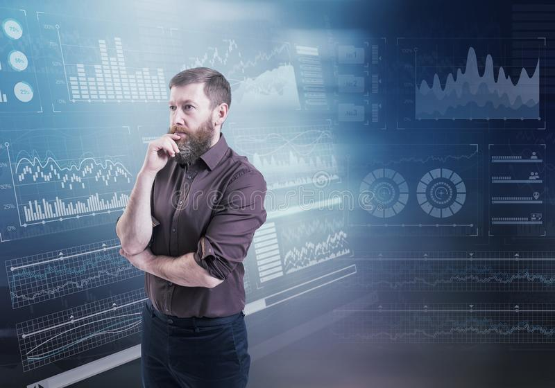 反对的一个商人想法的身分在背景的抽象财政图 库存照片
