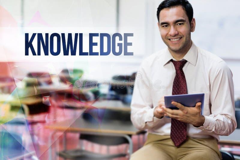 反对老师的知识有片剂个人计算机的在教室 免版税库存照片
