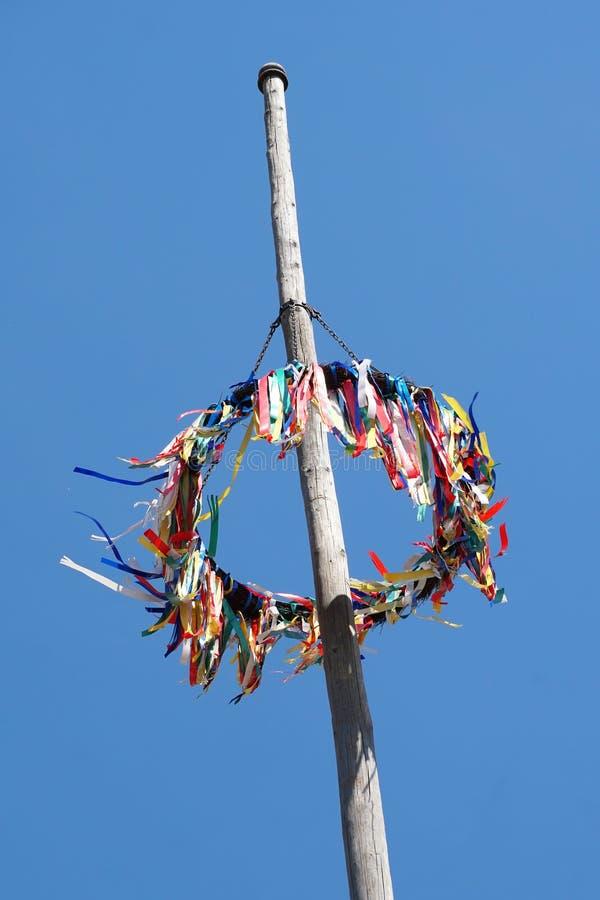 反对蓝天的传统德国五月柱 库存图片