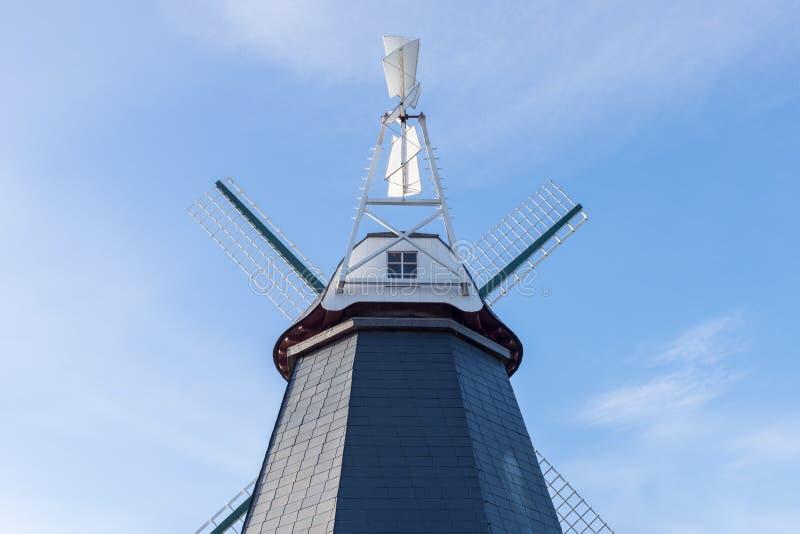 反对蓝天的木风车 库存照片