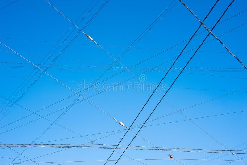 反对蓝天的电车导线 免版税图库摄影