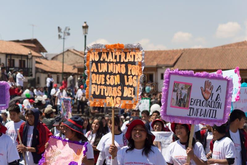 反对虐待儿童的示范在库斯科,秘鲁 库存照片