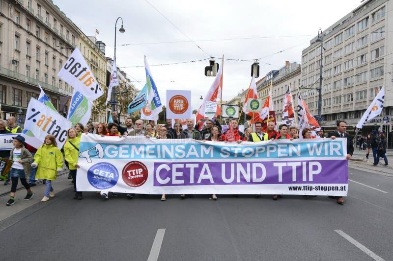 反对采塔的群众游行和TTIP在维也纳 图库摄影