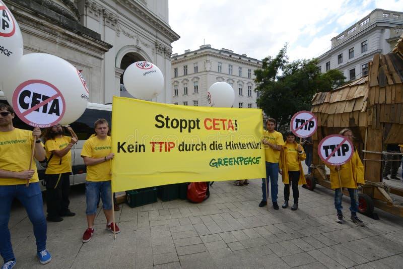 反对采塔的群众游行和TTIP在维也纳 免版税库存图片