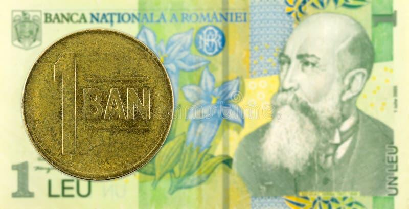 反对1张罗马尼亚列伊钞票的1枚罗马尼亚bani硬币 库存照片