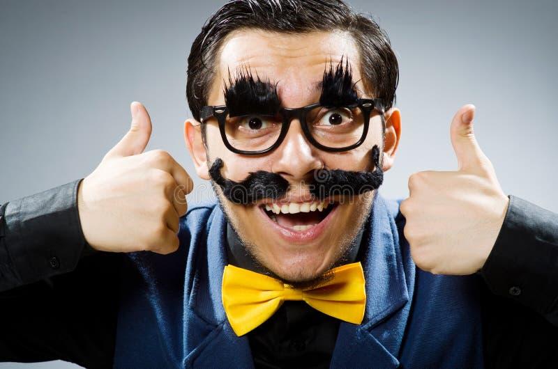Download 反对黑暗的背景的滑稽的人 库存图片. 图片 包括有 财务, 行家, 官员, 乡情, 正式, 工作, 快乐 - 72359649