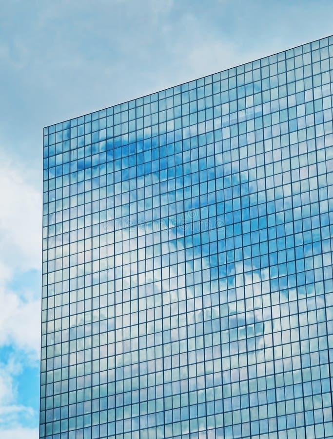 反射在窗口里的云彩 库存照片