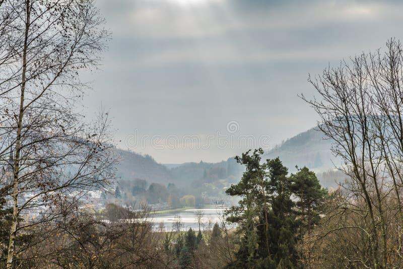 反射在Doyards湖的光束的全景 免版税库存图片