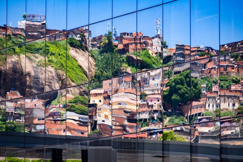 反射在Windows的贫民窟 免版税库存照片