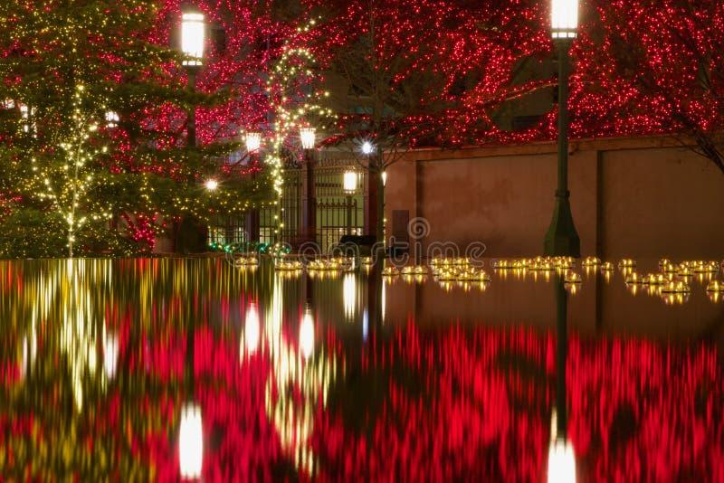 反射水池在圣诞节的LDS摩门教堂外面在盐湖城 免版税库存照片