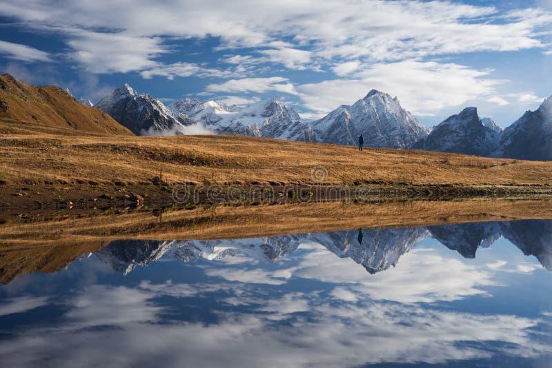 Download 反映山湖 库存图片. 图片 包括有 立场, 本质, 室外, 佐治亚, 场面, 天空, 迁徙, 环境, 云彩 - 72369987