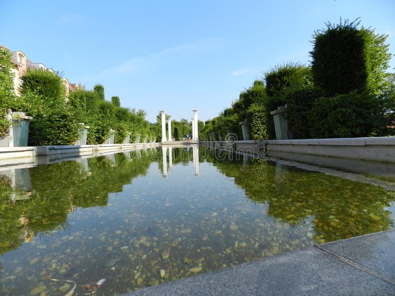 反映清楚的水在匈牙利 免版税库存照片