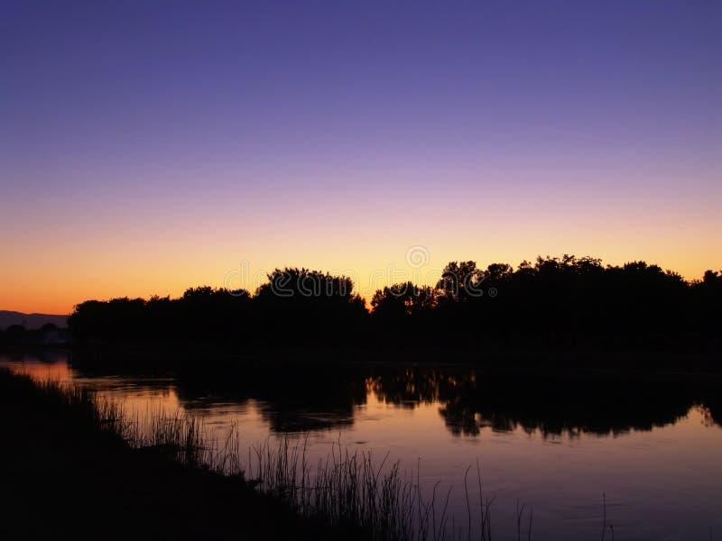 Download 反映 库存照片. 图片 包括有 饱和, 潮湿, 灌溉, 剪影, 温暖, 灌木, 天空, brusher, 日落 - 177752