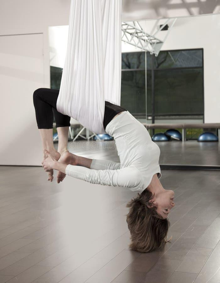反重力瑜伽 库存图片