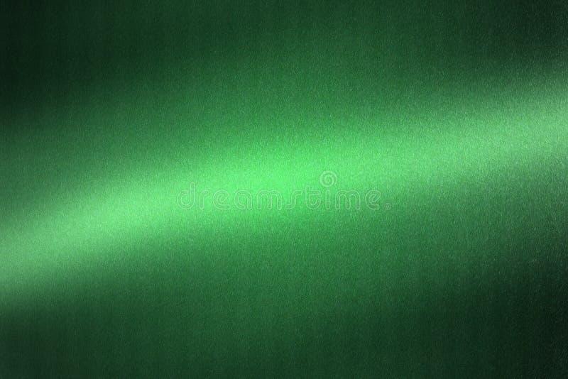 发光在绿色金属板材的光在暗室,抽象纹理背景 库存例证