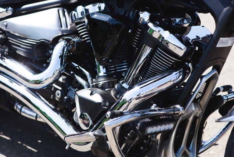 发光的力量镀铬物摩托车发动机组 库存照片