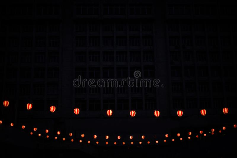 发光的日本灯笼三行  库存图片