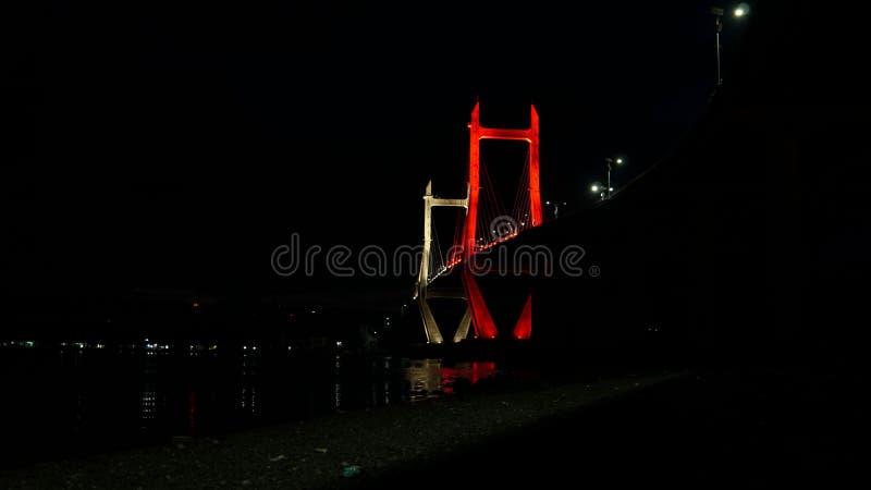 发光的桥梁在夜 库存照片
