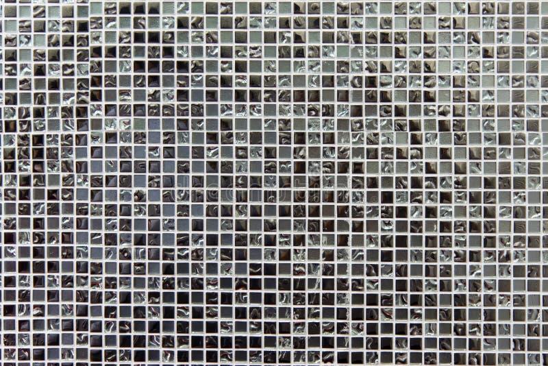发光的玻璃银色瓦片纹理和背景 免版税库存照片