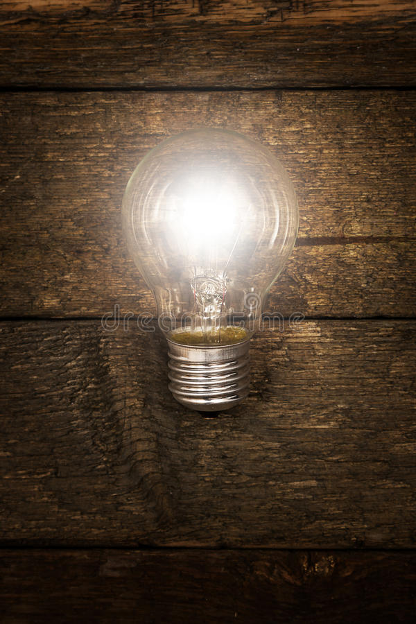 发光的电灯泡 免版税库存照片
