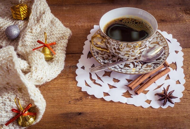 Download 发光的白色和奖杯照片有鲜美的 库存图片. 图片 包括有 咖啡, 庆祝, 饮料, 咖啡因, 节假日, 金黄 - 62531705
