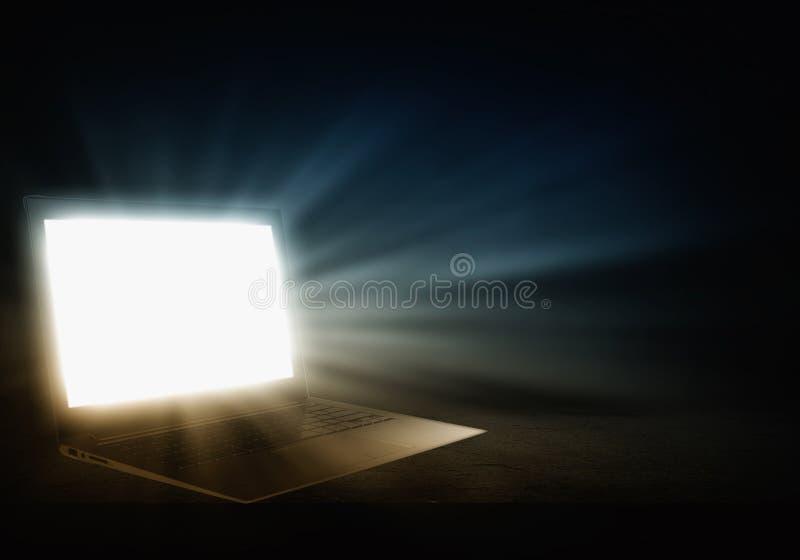 Download 发光的膝上型计算机 库存照片. 图片 包括有 商业, 照亮, 光芒, 奥秘, 黑暗, 没人, 笔记本, 亮光 - 59105522